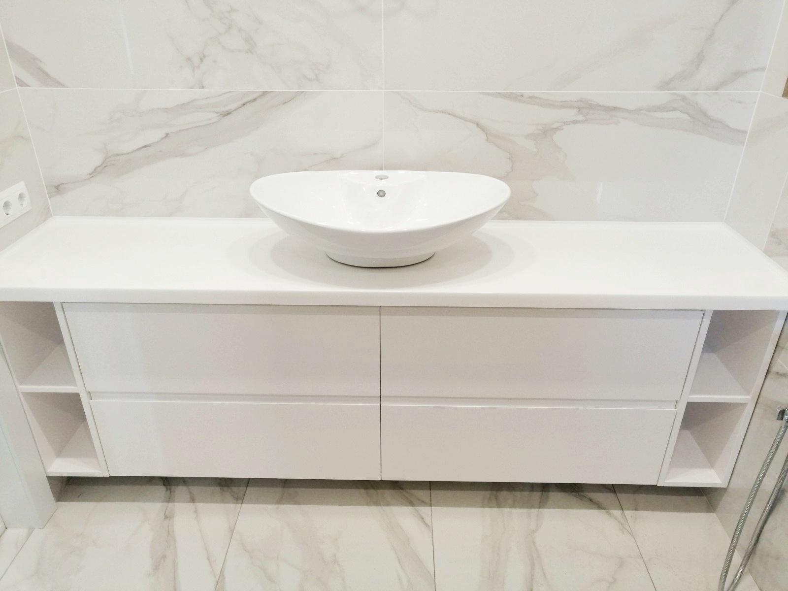 Столешница для ванной с накладным умывальником
